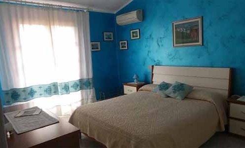 camera in BB a Posada in villino con giardino a 1700m dal mare