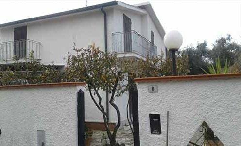 Вилла Дафне с садом в Марина ди Фонди
